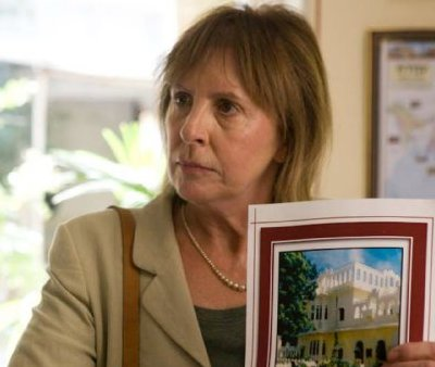 Penelope Wilton demands to be taken the the Photoshopped version of the hotel.